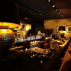 カップルにおすすめなカウンター席◆大人の雰囲気が漂う人気のお席です。新宿の夜景を眺めながらのお食事はカップルのお客様に大人気!ご予約はお早めに!ワイン、サングリアの種類も豊富にご用意致しておりますので、皆様にご満足いただけること間違いなし!自慢の絶品料理をご堪能ください。