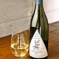 ≪オーボンクリマ≫ 椿ラベル シャルドネ 2015【品種】シャルドネ 椿昇氏によるデザインのこのラベルのワインは日本限定のシリーズ、まろやかな口当たりで酸とミネラルのバランスの取れたシャルドネ。【おすすめの料理】青森県産 桜姫鶏のディアボラ