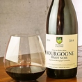 ≪フランソワダレン≫ ブルゴーニュ ピノ ノワール 2013【品種】ピノノワール 造り手の人柄が表れる癒し系ブルゴーニュ、優しいピュアな果実味と綺麗な酸の織り成す美しいワインは飲む人に幸せな気持ちをもたらす滋味溢れる味わいです。【おすすめの料理】田舎風テリーヌ