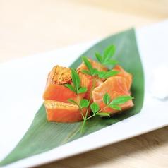 料理メニュー写真とろサーモンの炙り~おろしぽん酢~