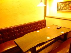 奥のテーブル席は仕切りを外して大人数にも対応可能♪個室風で落ち着いた雰囲気です♪