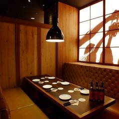 人数・利用シーンに合わせてカジュアルな個室もご用意いたします。(*ルームチャージ 3000円掛かります。)