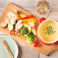 料理メニュー写真直送野菜と肉バルソーセージのチーズフォンデュ ~選べる4色のソース~