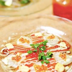 料理メニュー写真とろサーモン、いくら、貝柱の北海カルパッチョ