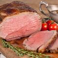 3日間熟成させた当店大人気の国産和牛のローストビーフ!お肉に旨みがギュッと閉じ込められるように高温の炭火で焼いております!お肉本来の味をお楽しみ頂けます!もちろん食べ放題でご提供致しております!上質なお肉を心ゆくまでご堪能くださいませ♪(四ツ谷 個室 肉バル 食べ放題 飲み放題 宴会 女子会)