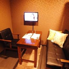 テレビのついた『完全個室のソファー席』を新たに増設致しました。デートや記念日におススメのお席です。
