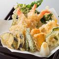 料理メニュー写真夏の天ぷら七種盛り