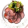料理メニュー写真ローストビーフ(赤ワイン仕立て)