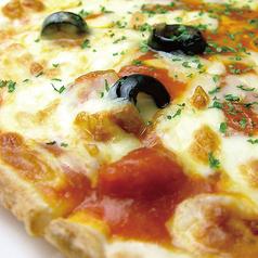 料理メニュー写真オリーブとアンチョビのピザ