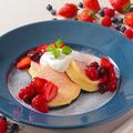 料理メニュー写真スフレパンケーキ MIXベリー