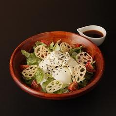 料理メニュー写真豆腐サラダ(和風orゴマ)