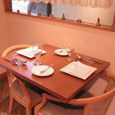 【テーブル席】2名様で座れるお席が10席ほどあります。
