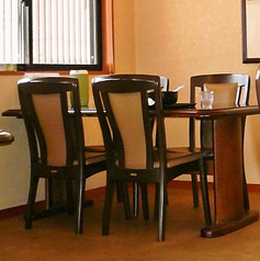 【1F】ご家族でのお食事や、靴を脱ぎたくないお客様にはこちらのお席がおすすめです。脚の悪い方や、車椅子の方でも気軽にご利用いただけます。