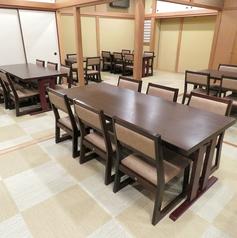 最大6名様がけのテーブル席です。その他2名様、4名様のテーブルもございます。中目黒の住宅街に佇む当店で、雰囲気と共に美味しいお肉をお楽しみください。