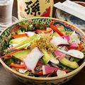 料理メニュー写真ここからサラダ りんごと山葵のドレッシングで