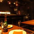 ゆったりとしたテーブル席は女子会、仲間内での飲み会に最適。人数に合わせて席をお作りすることも可能です。