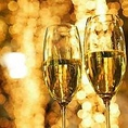 2人の大切な日を祝して、きめ細かな泡のシャンパンで乾杯。