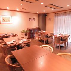 【テーブル席】テーブルを繋げて最大26名様ご利用可能です。