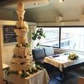 「記憶に残るレストランウエディングを!」天井まで届く、本格的なウエディングケーキもご用意できます♪(お写真のケーキは50000円のご予算です。)