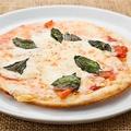 料理メニュー写真特製ピザ