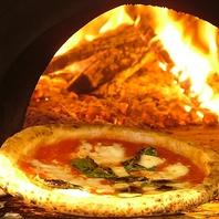 400度以上の薪窯で一気に焼き上げるピッツァ