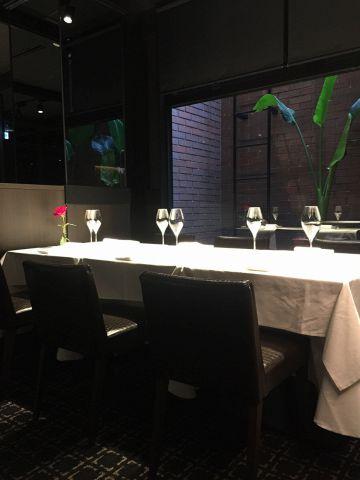レストラン奥の落ち着いたスペースには、4~6名様でご利用頂ける、対面席をご用意。ご接待やご会食に是非ご利用下さい。