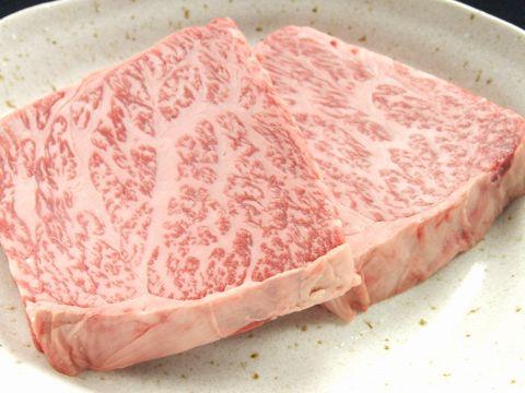 とろける和牛!サシが入って柔らかいからこその分厚さ!溢れる肉汁が美味♪
