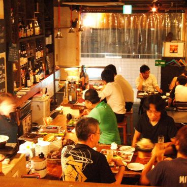 寿司酒場 ロックウェルズ 杉田 プララ店の雰囲気1