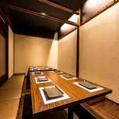 《完全個室-4~6名様-》扉付き完全個室なのでプライベート感たっぷり♪おしゃれな和モダン個室でゆっくりとお寛ぎください。