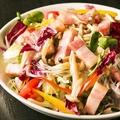 料理メニュー写真4種きのことベーコンのサラダ