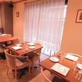 【テーブル席】貸切も15名様から承ります。立食の場合最大35名様までご利用できます。