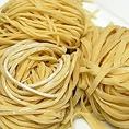 大福のこだわり其の1 ≪生麺≫ 本場イタリアの低加水麺を忠実に再現して作られた麺。生麺とも乾麺とも違う食感に仕上がっています。他店ではなかなか味わえない小麦の旨みと麺の歯ごたえをお楽しみください。パスタに合わせて太麺、中太麺、フィットチーネの3種類をご用意しました。