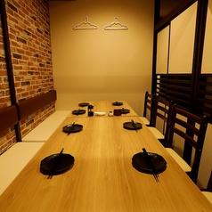 プライベート向けの個室席。当店では特に内装にこだわり、居酒屋の中でも自信のある内装でお客様をおもてなしします♪女子会や合コン、接待などに最適な個室をお客様に合わせてご用意します。