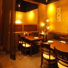 雰囲気の良いテーブル席は仕事帰りのご飲食にピッタリです