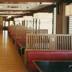 テーブル席は32卓ございます。ご家族、ご友人とのお食事はもちろん、各種ご宴会もぜひ『かごの屋』をご利用下さい。※店舗により部屋の配置・席数が異なる場合がございます