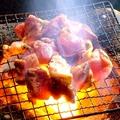 料理メニュー写真【炙り焼】 ハーブ地鶏のもも炭火焼
