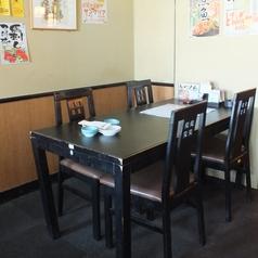 フロア全部がテーブル席になっています。4テーブル合わせてのご宴会も可能