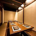 《中宴会向け個室-8~16名様-》飲み会や宴会などにおすすめの中宴会向け掘り炬燵個室。飲み放題付コースはリーズナブルな2999円(税抜)~ご用意しております。
