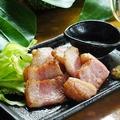 料理メニュー写真島豚のバラ塩焼/炙りベーコン