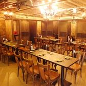【テーブル席】レイアウトも自由なので人数に応じて調整可能です。