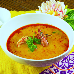 トムヤムクン(辛味と酸味のあるエビスープ)