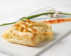 料理メニュー写真ゴルゴンゾーラチーズのパイ包み焼き