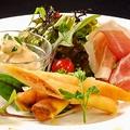 料理メニュー写真本日の前菜三種とサラダの盛り合わせ