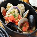 料理メニュー写真いろいろ貝いっぱいの白ワイン蒸し  (大あさり、蛤、ムール貝、あさりexc)