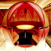 """●七色に煌く""""てまり個室""""● 平安時代の宮殿を彷彿とさせる華やかで品のある空間『鳳凰の間』には、お籠り感のある個室が並び、その中央には、七色(虹色)に煌く""""てまり個室""""が広がります。■5名×4室■"""