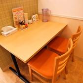 ご夫婦に人気の2名用テーブル席。