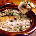 鮭、鯛など、活きた魚を使っているため、鮮度が抜群です。秋鮭はこの時期だけしか食べられない季節限定になります。独自の調理法を用いており、新鮮魚をお楽しみいただけます。お客様に喜んでいただけるよう、一つひとつ丁寧に、一切の妥協をしない料理を提供してます。