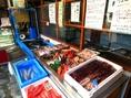 店舗入口に併設している「島香魚店」毎日三陸宮古で水揚げされる新鮮な海鮮をお楽しみください!