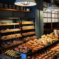 BAKERYのパンをビュッフェでお召し上がり頂けます