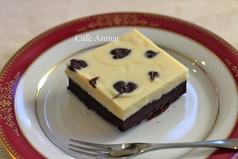 季節のケーキとドリンクセット(写真は冬期限定生チョコケーキ)